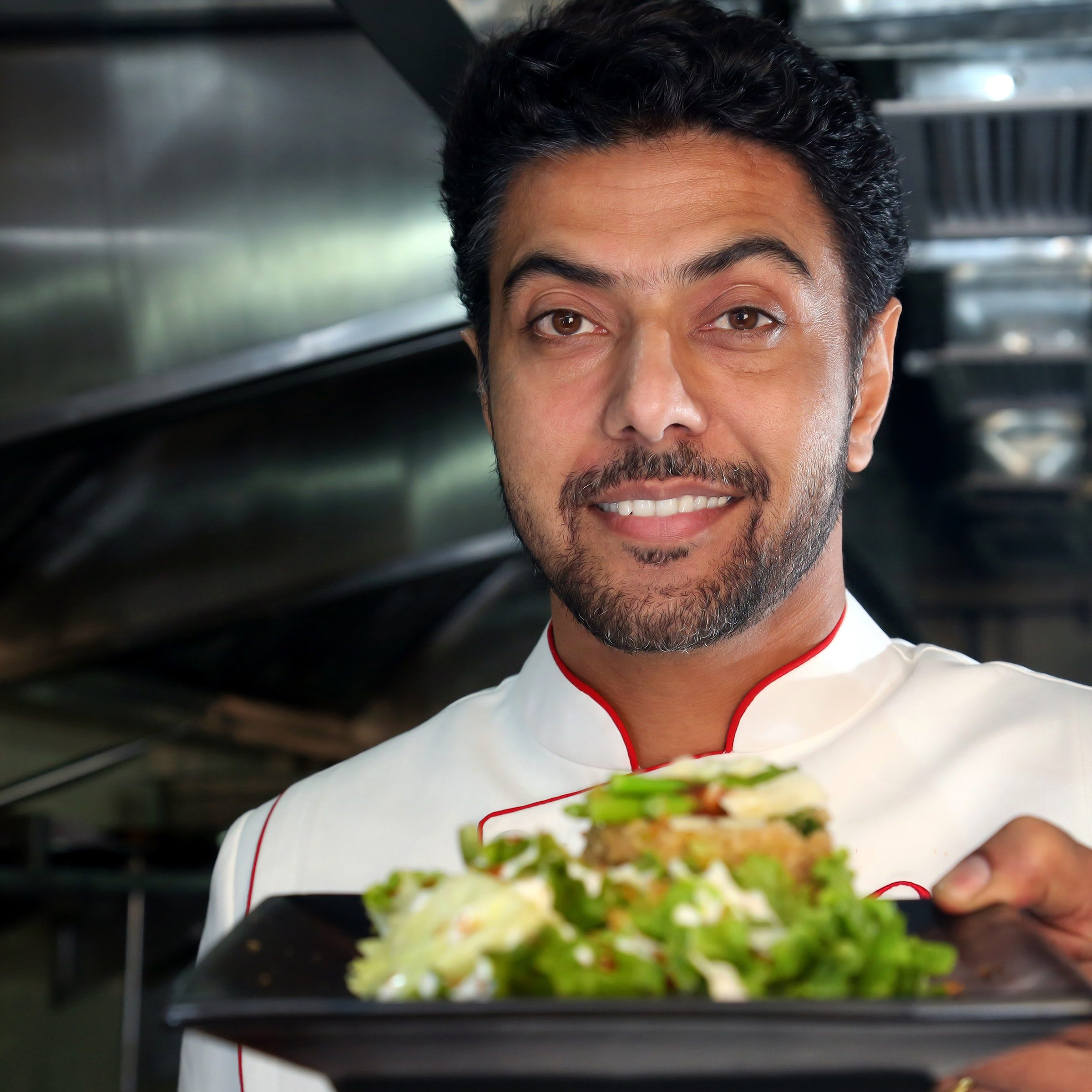 chef-holding-a-salad-on-plate-2494654
